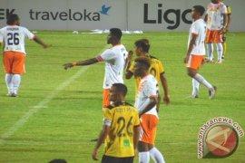 BARITO PUTERA VS PERSERU SERUI 2-0