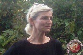 Menteri Denmark diberi sayuran oleh Orang Rimba