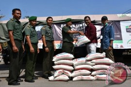 Kodim Bireuen sumbang beras untuk rakyat Somalia