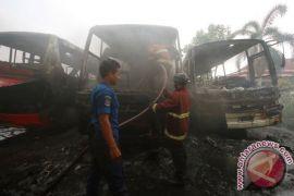 Bus Damri tidak terpakai di Bandung ludes terbakar