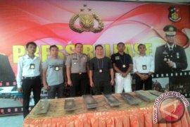 Tim Gabungan Amankan Puluhan Balok Timah Ilegal di Lontong Pancur