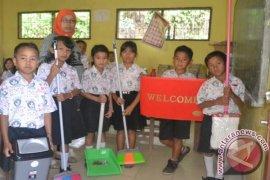 PT STP Edukasi Kebersihan Lingkungan Sekolah