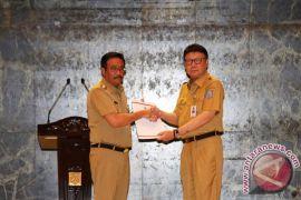 Menteri dalam negeri serahkan surat tugas kepada Djarot Hidayat
