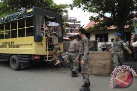 Petugas gusur pedagang kaki lima Aceh Barat