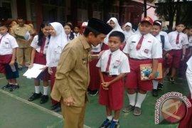 Bupati Gorontalo Pantau Ujian Nasional Sekolah Dasar