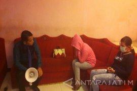 Polisi Tangkap Mucikari Moroseneng Surabaya