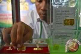 Harga emas tertekan penguatan dolar dan imbal hasil obligasi