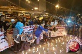 Warga Lakukan Tabur Bunga di Kampung Melayu