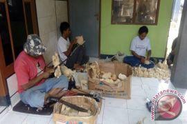 Uniknya kerajinan pelepah pisang Waykanan, Lampung