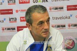 Performa kurang memuaskan, Madura United istirahatkan Milomir Seslija