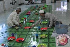 Tradisi Bubur Sop Masjid Suro Page 2 Small