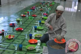 Tradisi Bubur Sop Masjid Suro Page 3 Small