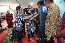 Pemkot Surabaya Resmikan Pembayaran Kartu Elektronik Parkir