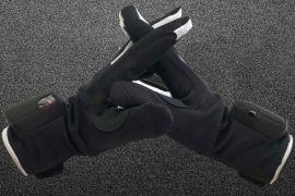 Sarung tangan pintar ini ubah bahasa isyarat jadi teks