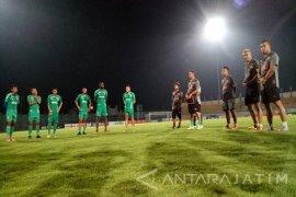 Gomes Yakinkan Pemain Madura Mampu Taklukkan Persipura
