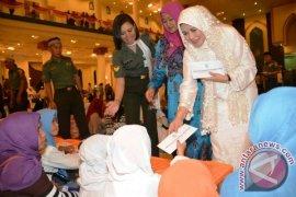 Panglima TNI Santuni 1.000 Anak Yatim di Malut