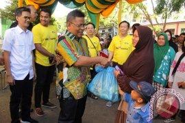 Warga Tionghoa Aceh Bagikan Sembako Ramadhan