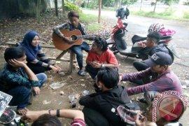 Mahasiswa IPB Ajarkan Pertanian Pada Penyanyi Cilik Jalanan