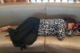Netizen heboh foto Menteri Susi tidur di kursi bandara