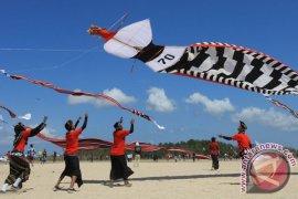 Lomba Layang-layang Meriahkan HUT Kemerdekaan di Nusa Penida