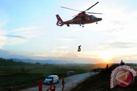 Berita kemarin, sterilisasi Kawah Sileri hingga evakuasi korban heli Basarnas