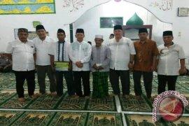 Bupati Tapsel Salurkan Bantuan Masjid Nurul Iman