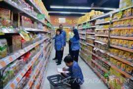 Disperindag Madiun Temukan Makanan tidak Layak Konsumsi