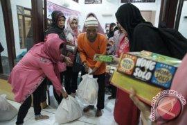 FJPI Bagikan 100 Paket Sembako