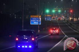 Petugas berlakukan lalu lintas satu arah Tol Cipali-Brexit