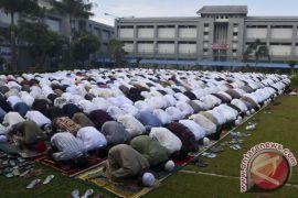 Belasan ribu warga berlebaran di rumah tahanan Jakarta