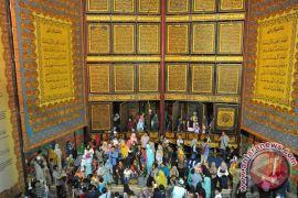 Pengusaha Malaysia sumbang mushaf Al-Qur`an sulaman raksasa