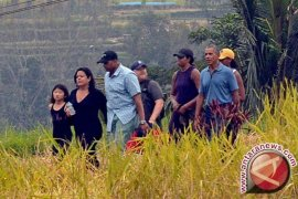 Barack Obama dan Keluarga Kunjungi Objek Wisata Tirta Empul