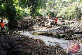 Basarnas Cari Korban Hilang Terbawa Banjir