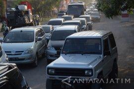 Arus Libur Natal Jalur Madiun-Surabaya Terpantau Padat