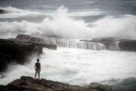 Sedikitnya 10 orang hilang, 400.000 diungsikan akibat hujan lebat di Jepang