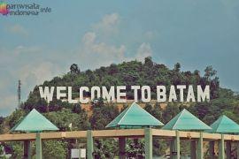Lima seniman hias dinding kota Batam