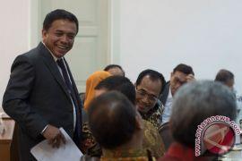 Pesawat terbang pribadi gubernur Aceh mendarat darurat di pantai