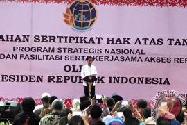 Presiden Jokowi bagikan sertifikat tanah pada masyarakat Kaltim-Kaltara