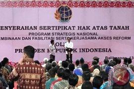 Presiden Bagikan Sertifikat Tanah Pada Masyarakat Kaltim-Kaltara  (video)