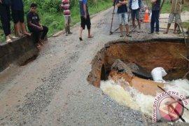 Jembatan Penghubung Sejumlah Desa di Kabupaten Bangka Tengah Rusak
