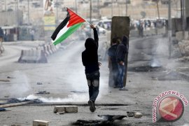 Bentrokan terjadi antara muslim beribadah dengan polisi Israel