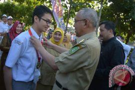Gubernur Riau beri hadiah peraih emas olimpiade kimia