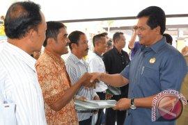 """Pemprov Bali Serahkan Bantuan Hibah """"Simantri"""" (Video)"""