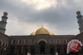 Masjid Kubah Emas Depok Tempat Favorit Wisata Religi