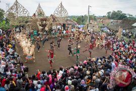 Warga siapkan arena Festival Lima Gunung 2018