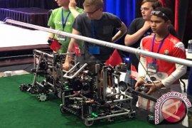 """""""WowWi"""" robot buatan siswa madrasah yang juara di Amerika Serikat"""