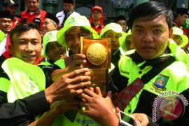 Pemkot Tangerang arak piala Adipura keliling kota