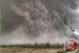Sinabung rutin erupsi sejak dinihari