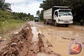 Jalan Trans-Kalimantan Penajam kurang diperhatikan