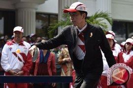 Presiden Tanding Tenis Meja Melawan Susy Susanti